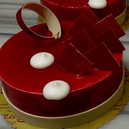 Creamy red cake - SKUCAK049 - Flowers, Cakes and Gifts delivery in Dubai UAE