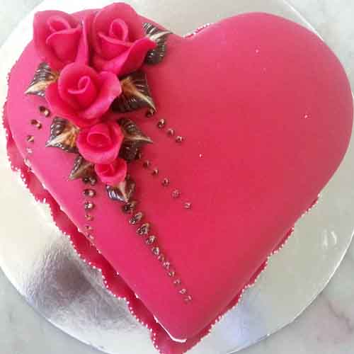 Heart winning Valentine's day cake 14 - SKUCAK082 - Flowers, Cakes and Gifts delivery in Dubai UAE