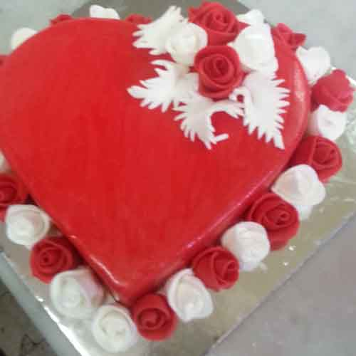 Heart Winning Valentines Day Cake 16 Skucak084 Flowers Cakes And Gifts  Delivery In   Valentine Day