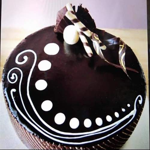 CHOCOLATE-TRUFFLE-BIRTHDAY-CAKE-IN-DUBAI
