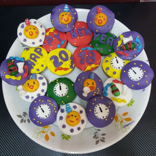 Min 20 Nos - New Year Cupcakes - Online Gifts Delivery in Dubai UAE